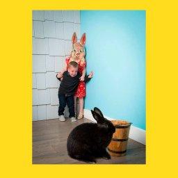 Мем - мальчик и девочка боятся кролика - фотожаба 3