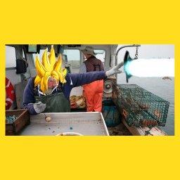 мем - женщина бросает лобстера в океан - Наруто