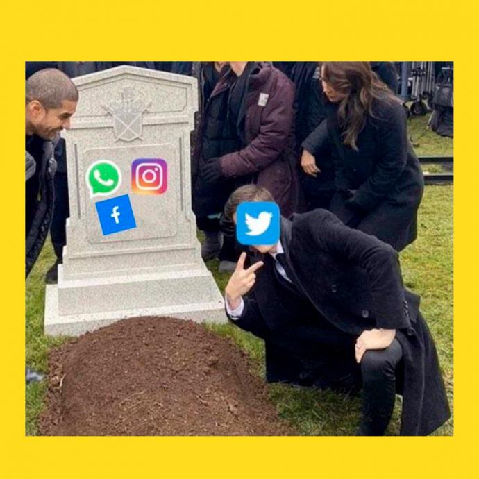 мем - падение интернета - на фоне памятника