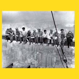 мем - Берни Сандерс -  строить здания