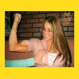 мем - Девушка показывает бицепс, парень трогает её грудь - шаблон