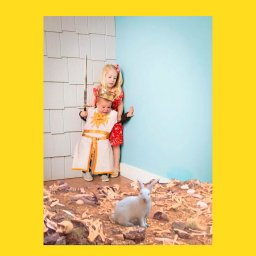 Мем - мальчик и девочка боятся кролика - фотожаба 4